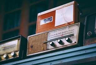 radio Image by Igor Ovsyannykov from Pixabay