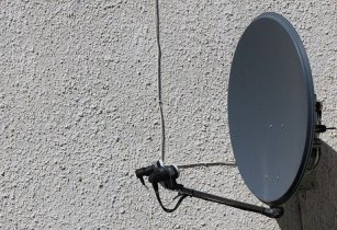 tv satellite dish 2432404 640